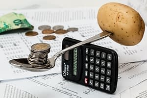 Differences Between Accounting and Finance (1)